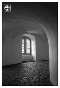 Kopenhagen, Dänemark, Fenster schwarzweiss, Turm schwarzweiss, rundetaarn