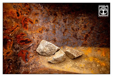 point line area photography, abstract photography, abstract photo, stones, rust