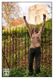 metal photoshooting, metalhead photoshooting, funny outtakes photoshooting, prisoner photoshooting, castle photoshooting