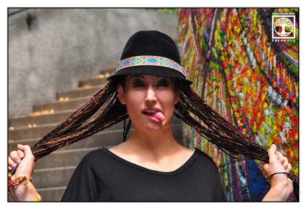 funny outtakes photoshooting, alternative fotoshooting, braids fotoshooting, pulling faces, funny face, graffiti photoshooting