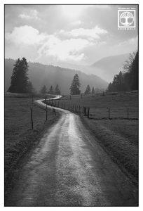 punkt linie fläche fotografie, linien fotografie, licht wolken, ländlich idyllisch, strasse schwarzweiss