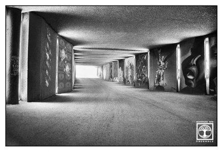 München, Unterführung schwarzweiss, Tunnel schwarzweiss, Graffiti München, architektur fotografie