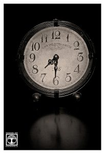 Uhr schwarzweiss, Stillleben schwarzweiss, Nostalgie, Retro, Zeit