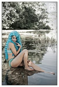 water nymph photoshooting, lake photoshooting, blue hair photoshoot, blue hair