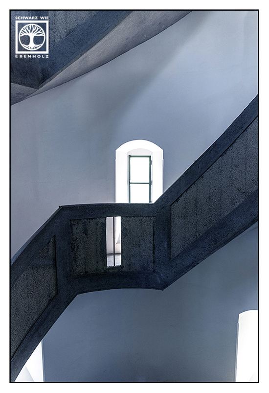 Taubenberg, Aussichtsturm Taubenberg, Fenster, Treppe, Treppenhaus, Architektur schwarzweiss, Punkt Linie Fläche Fotografie, schwarzweiss fotografie
