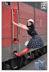 lustige outtakes fotoshooting, stuttgart Bahnhof, vintage fotoshooting, polkadot fotoshooting