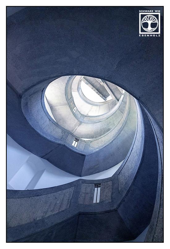Taubenberg, Aussichtsturm Taubenberg, Spirale, Treppe, Treppenhaus, Wendeltreppe, Architektur schwarzweiss, Wendeltreppe schwarzweiss, Punkt Linie Fläche Fotografie, schwarzweiss fotografie