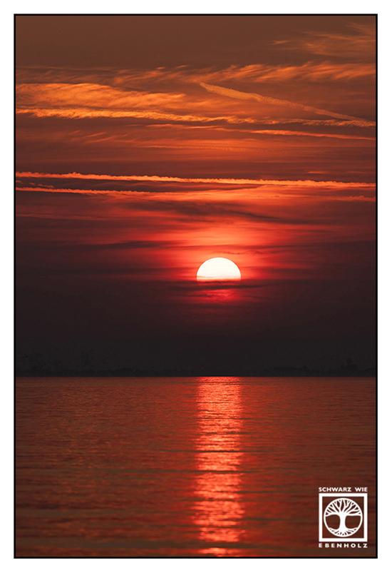 Italy, Lazise, Italia, sunset, lago di Garda, lake garda, dramatic sunset, red